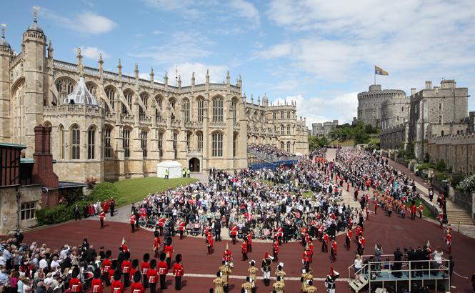 Фото №5 - На свадьбу со своей едой: гостям принца Гарри и Меган Маркл пришло странное оповещение