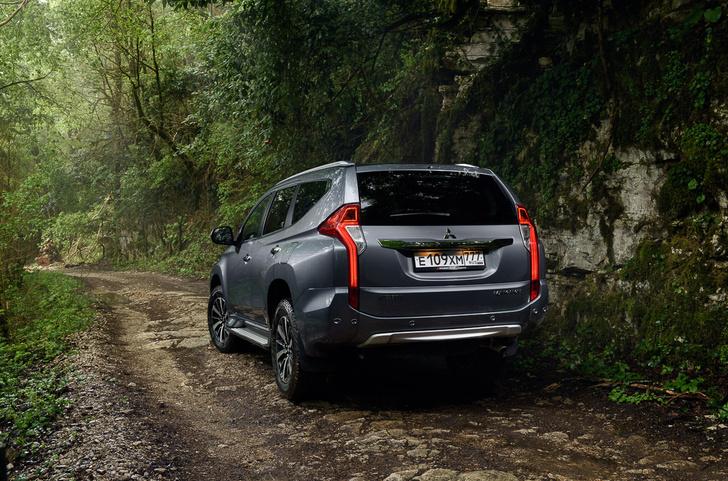 Фото №2 - Теперь бензиновый: возвращение Mitsubishi Pajero Sport