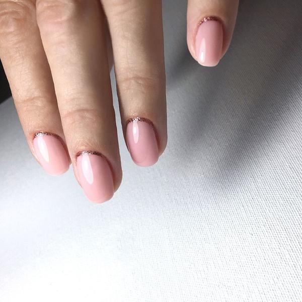 Фото №14 - Розовое золото: 39 стильных и модных идей нарядного маникюра