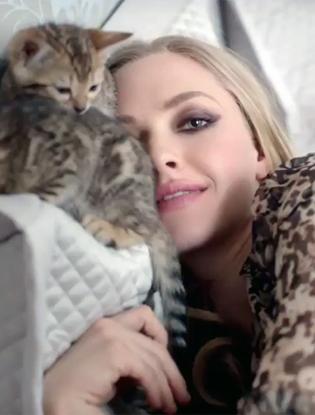 Фото №1 - Аманда Сейфрид в рекламе Givenchy