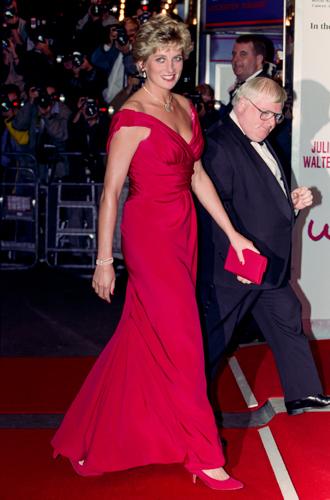 Фото №11 - 60 красных нарядов: как принцесса Диана носила любимый цвет
