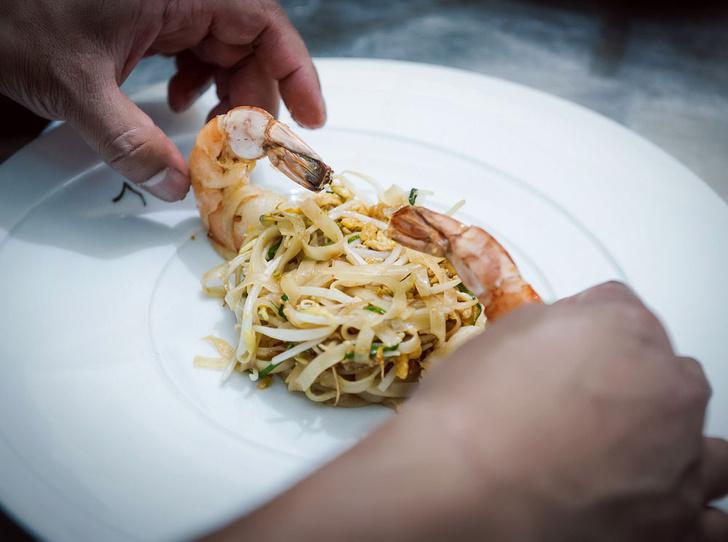 Фото №8 - Рецепт недели: рисовая тайская лапша с креветками