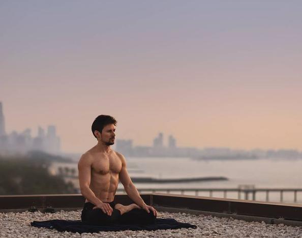 Фото №1 - Павел Дуров впервые за три года опубликовал пост в «Инстаграме». Шутки и фотожабы не заставили себя ждать
