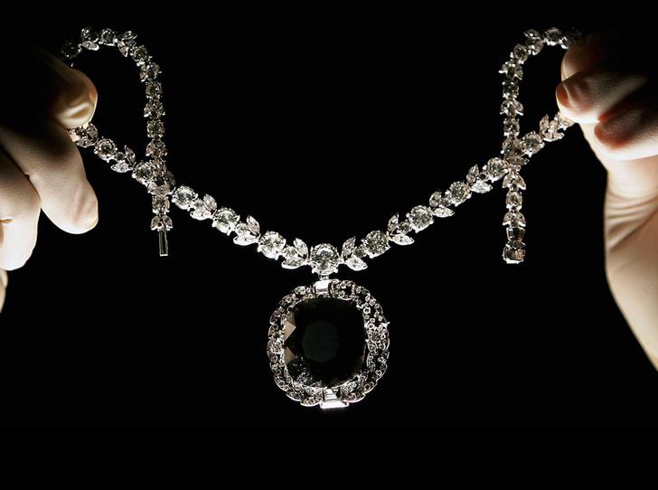 Фото №1 - Что такое черный бриллиант: история необыкновенного камня