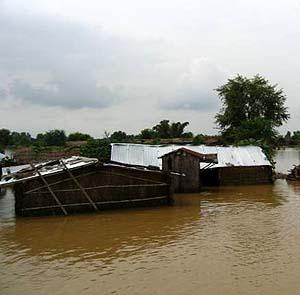 Фото №1 - После Китая затопило Непал
