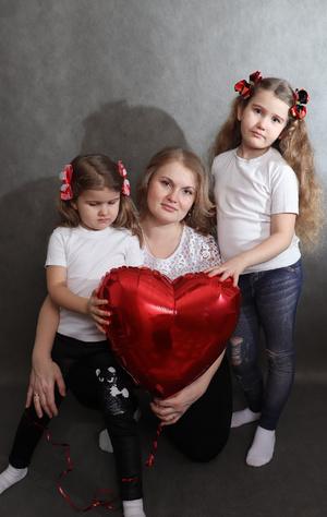 Фото №9 - Раньше взрослели быстрее? 30 фото советских мам и их дочек в одном возрасте