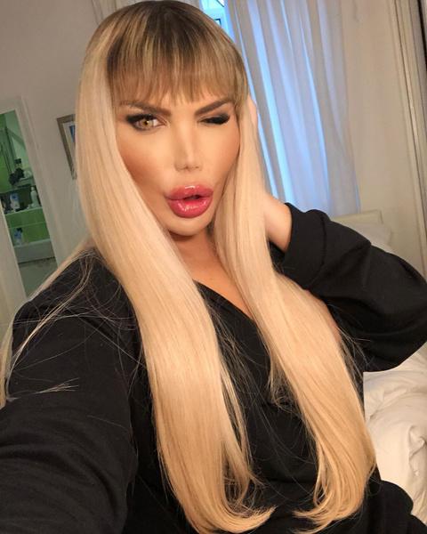 Такой тип прически Родриго Алвес назвал «русские волосы», видимо, имея в виду, что наши женщины красоты ради в последние годы только с такой длиной, да еще и тщательно уложенной, и ходят. Спасибо, нам приятно