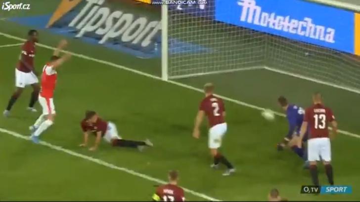 Фото №1 - Самый смешной автогол чемпионата Чехии по футболу (видео)
