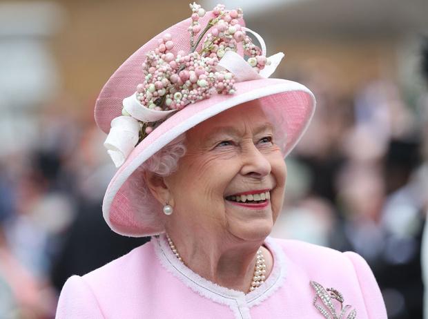 Фото №1 - Королевское время: как Елизавета II все успевает?