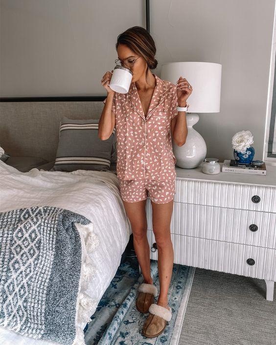 Фото №1 - Что происходит, когда вы носите пижаму весь день?