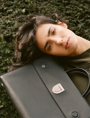 Фото №5 - Dior навсегда: звездные признания в любви легендарной сумке Diorever