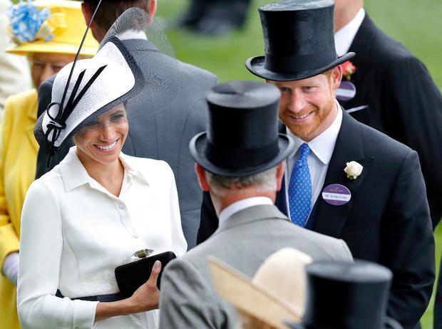 Фото №1 - Сколько принц Чарльз потратил на содержание Гарри и Меган