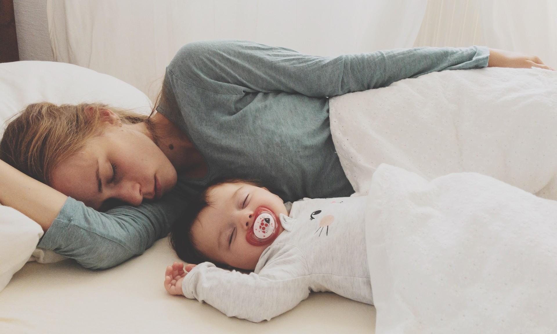 Чем на самом деле грозит недосыпание молодой маме и ее малышу