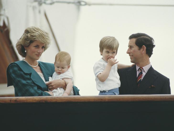 Фото №2 - Счастливое детство: самые трогательные выходы Дианы с Уильямом и Гарри