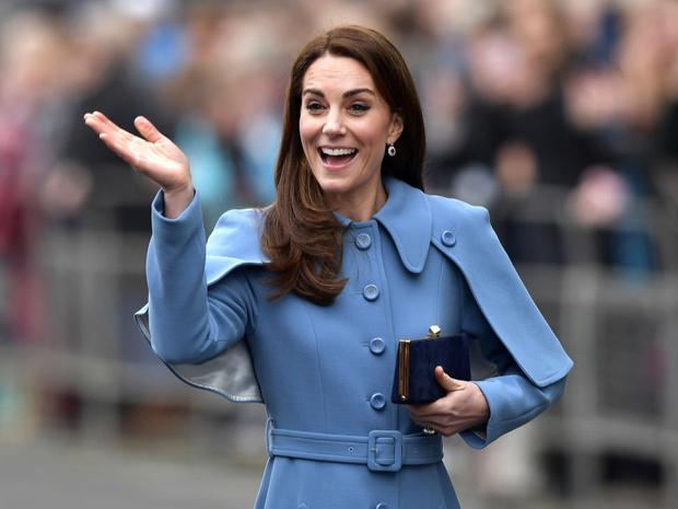 Фото №1 - Не просто привычка: почему Кейт носит сумку только в левой руке