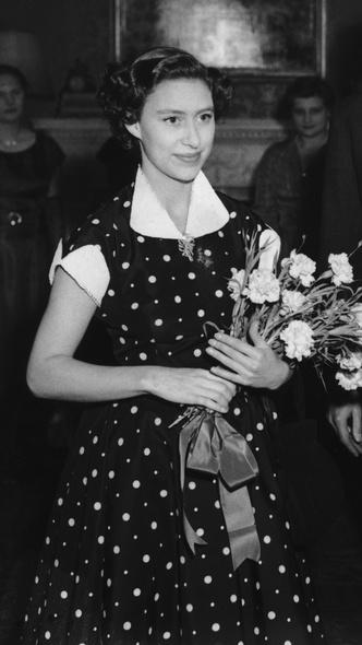 Фото №22 - Полька-дот: как королевские особы носят трендовый «горох»