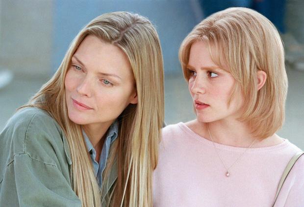 Кадр из фильма «Белый олеандр» (2002)