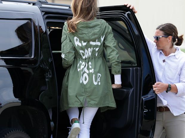 Фото №4 - Как Мелания Трамп «наказывает» мужа при помощи своего гардероба