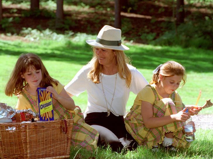 Фото №4 - Как простые люди: самые колоритные фото королевских пикников
