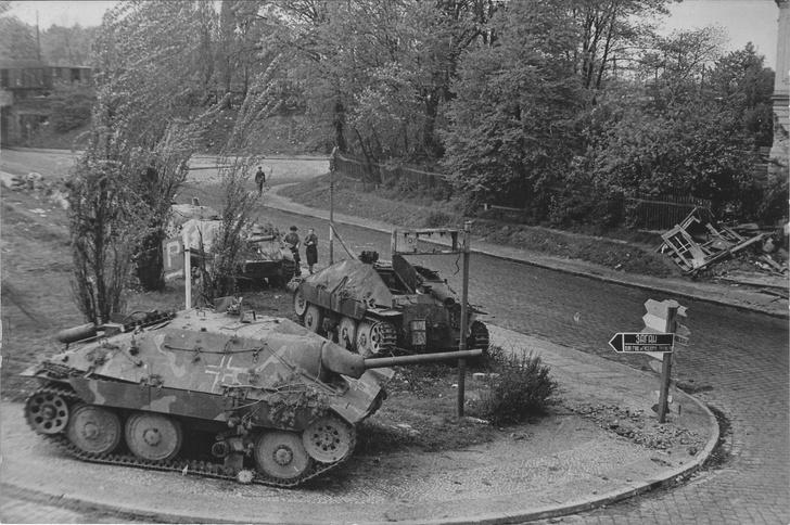 Фото №13 - Что известные автомобильные бренды выпускали во время Второй мировой