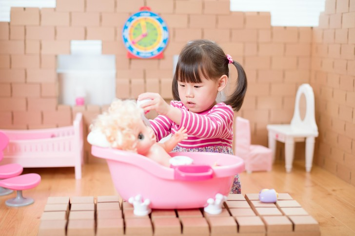 Фото №1 - Ученые рассказали, чем полезна игра в куклы