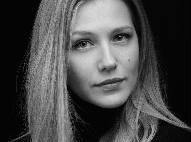 Фото №2 - Косметичка Карины Андоленко: топ-7 любимых средств актрисы