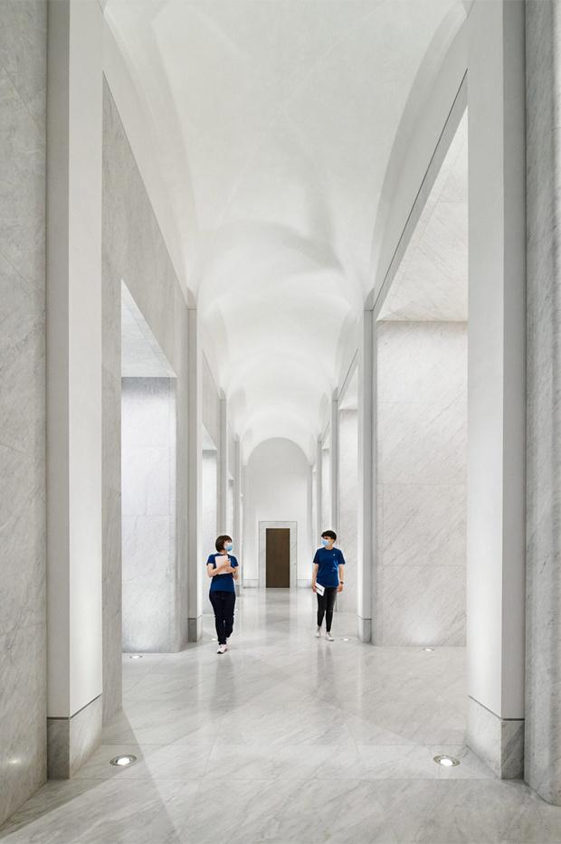 Фото №9 - Новый бутик Apple в Риме по проекту Foster + Partners
