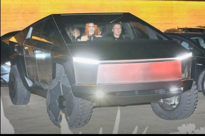 Фото №4 - Илон Маск впервые проехал на своём киберпикапе по Лос-Анджелесу (фото и видео)