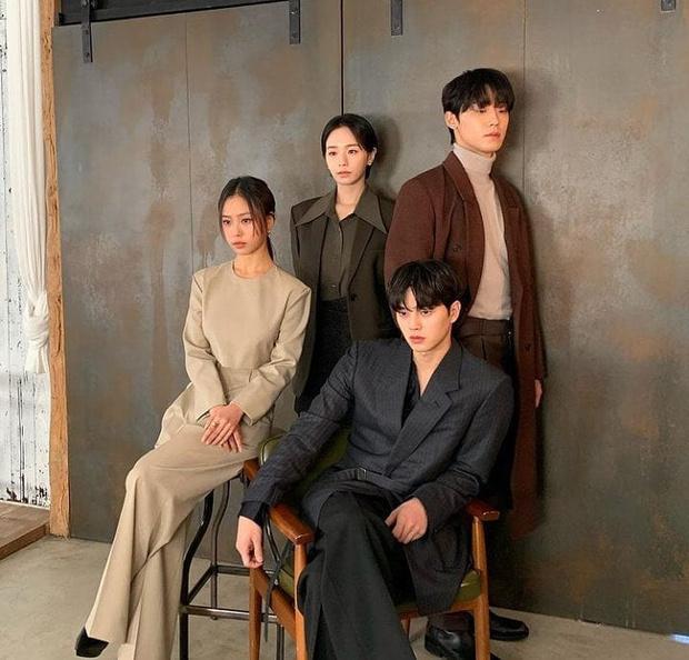 Фото №2 - Лучший хоррор-сериал 2020 года: 7 причин посмотреть корейскую дораму «Милый дом»