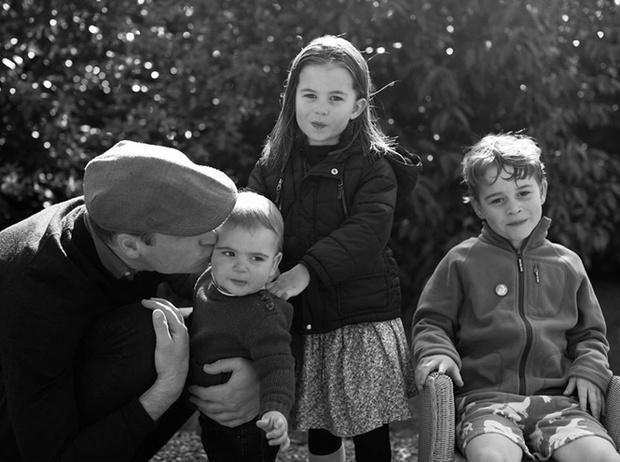 Фото №12 - Самые милые фотографии королевских отцов с детьми