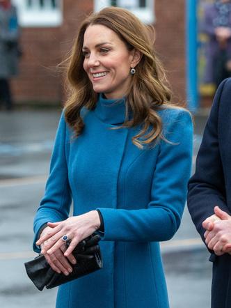 Фото №8 - Все наряды герцогини Кейт в рождественском туре по Великобритании