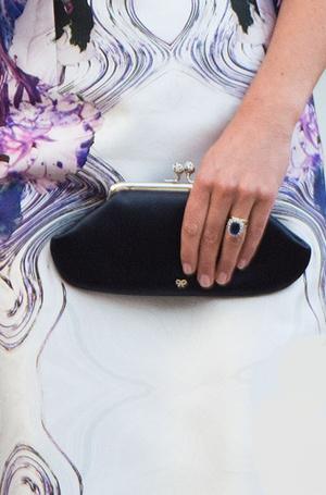 Фото №8 - Королевский дресс-код: любимые сумки герцогини Кембриджской