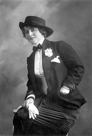 Фото №2 - История тренда: почему костюм — идеальная униформа на все времена