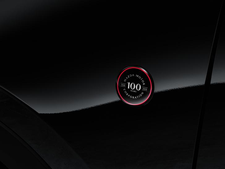 Фото №4 - Шедевр столетней выдержки: Mazda представила кроссовер к собственному юбилею