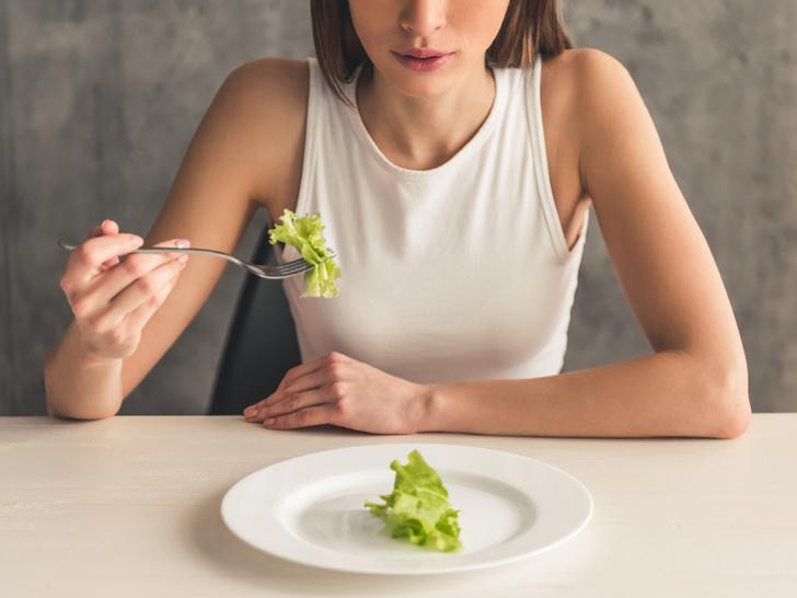Фото №1 - 6 неявных признаков того, что у вас расстройство пищевого поведения