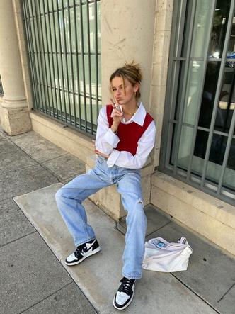 Фото №1 - Тренд: смотри, с чем носить широкие джинсы в 2021