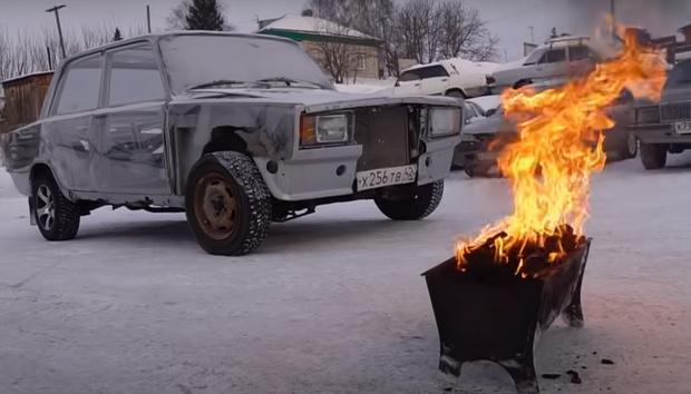 Фото №1 - Как отогреть двигатель автомобиля в мороз: 3 приема от сибиряков (видео)