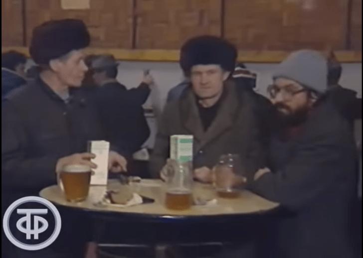 Фото №1 - Советская пивная и ее обитатели в пятницу после работы: репортаж Центрального телевидения, 1991 год (видео)