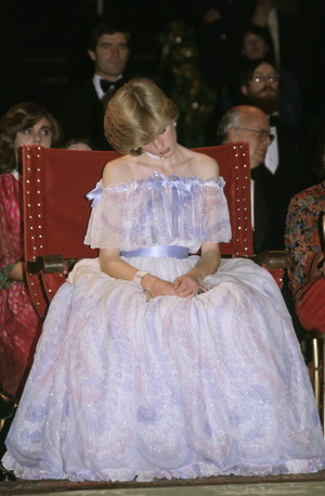 Фото №23 - От люксовых до бюджетных: любимые бренды принцессы Дианы