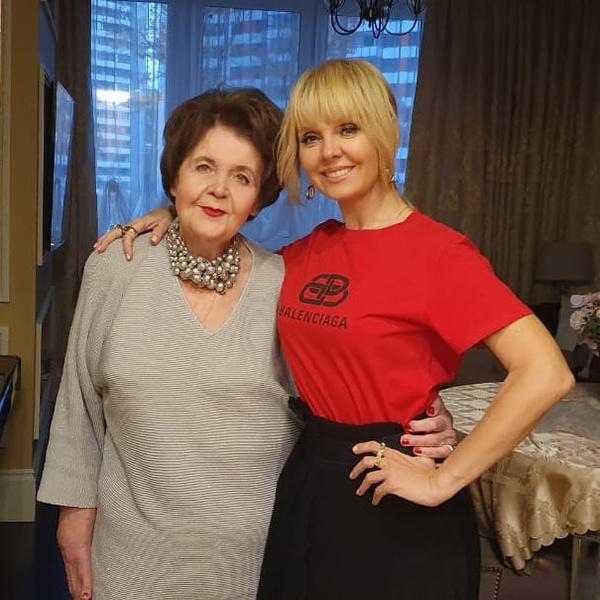 Фото №1 - Валерия показала свою 81-летнюю маму после операции