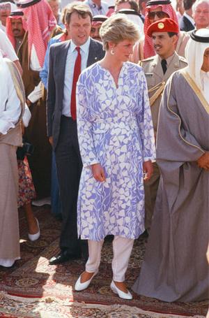 Фото №16 - Выездной гардероб: как стилисты и дизайнеры готовят королевских особ к турам