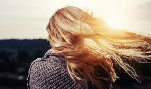 """Фото №1 - Новый тренд в соцсетях - моем голову рисовой водой и """"оживляем"""" волосы. Что думают об этом дерматологи-трихологи"""