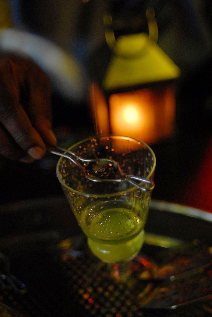 Фото №1 - Крепкие ребята: 5 национальных алкогольных напитков крепостью выше 40% об.