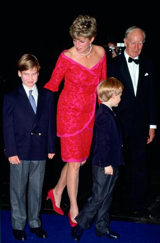 Фото №43 - 60 красных нарядов: как принцесса Диана носила любимый цвет