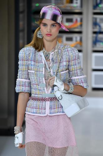 Фото №8 - Хотеть не вредно: новая сумка Chanel's Gabrielle