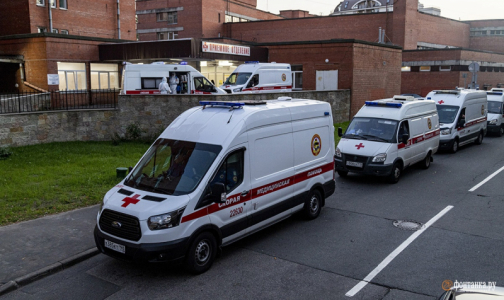 Фото №1 - В Петербурге в сутки госпитализируют по 380 пациентов с коронавирусом
