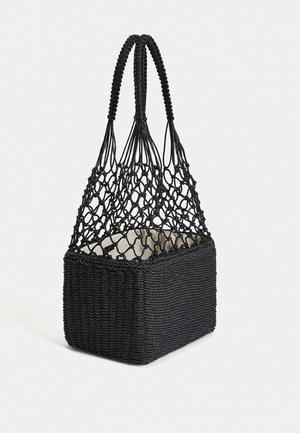 Фото №4 - 7 самых модных сумок 2021-го года, в которые ты влюбишься с первого взгляда