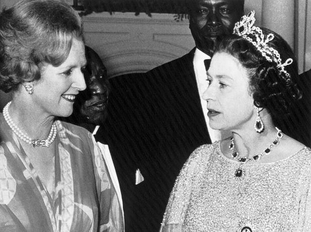 Фото №1 - Как Королева относилась к Маргарет Тэтчер