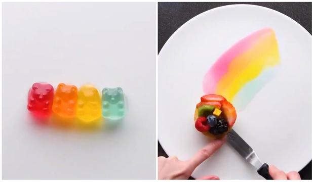 Фото №1 - 11 остроумных способов украсить любой десерт подручными сладостями (видео)