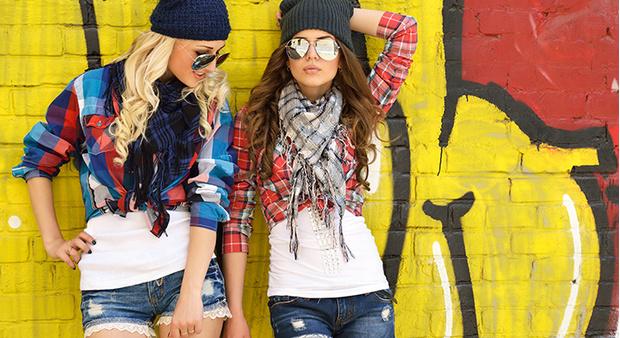 Фото №1 - Вопрос дня: Завидую подруге, потому что она лучше (красивее, богаче, успешнее у мальчиков). Что делать?